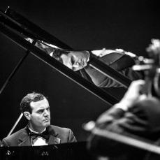 Andre no piano por Nick Elmoor