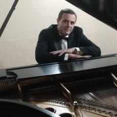 André no piano